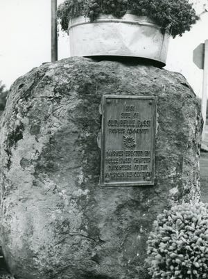 Daughters of the American Revolution marker placed at the site of the former city of Belle Passi.