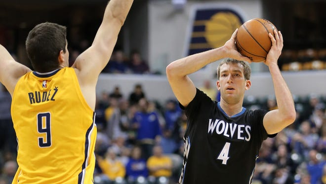 Minnesota forward and Purdue alui Robbie Hummel looks for an open teammate while being guarded by Pacer forward Damjan Rudez, Jan. 13, 2015.
