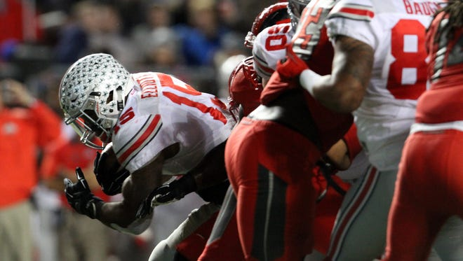 Ohio State halfback Ezekiel Elliott scored a first-quarter touchdown that wound up as the turning point in the win against Rutgers.