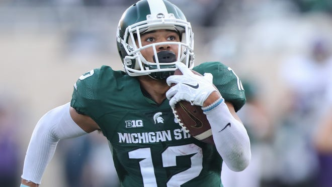 Michigan State Spartans R.J. Shelton scores a touchdown against the Northwestern Wildcats during second half action.