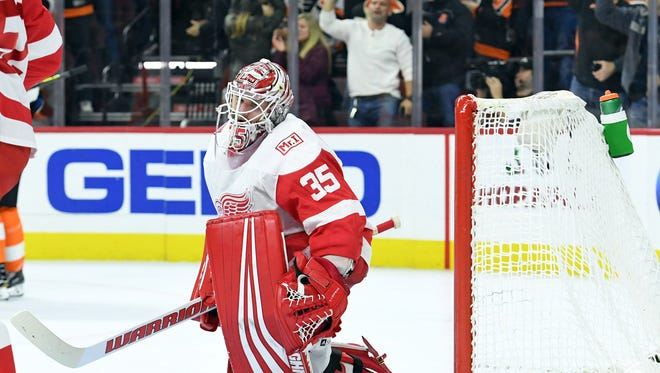 Red Wings goalie Jimmy Howard reacts after allowing a goal against the Flyers in the first period at Wells Fargo Center on Wednesday.