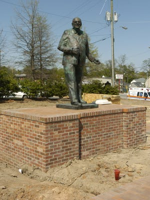 "Statue of L. P. ""Pete"" Hollis at intersection of Buncombe and Rutherford Streets in 2007."