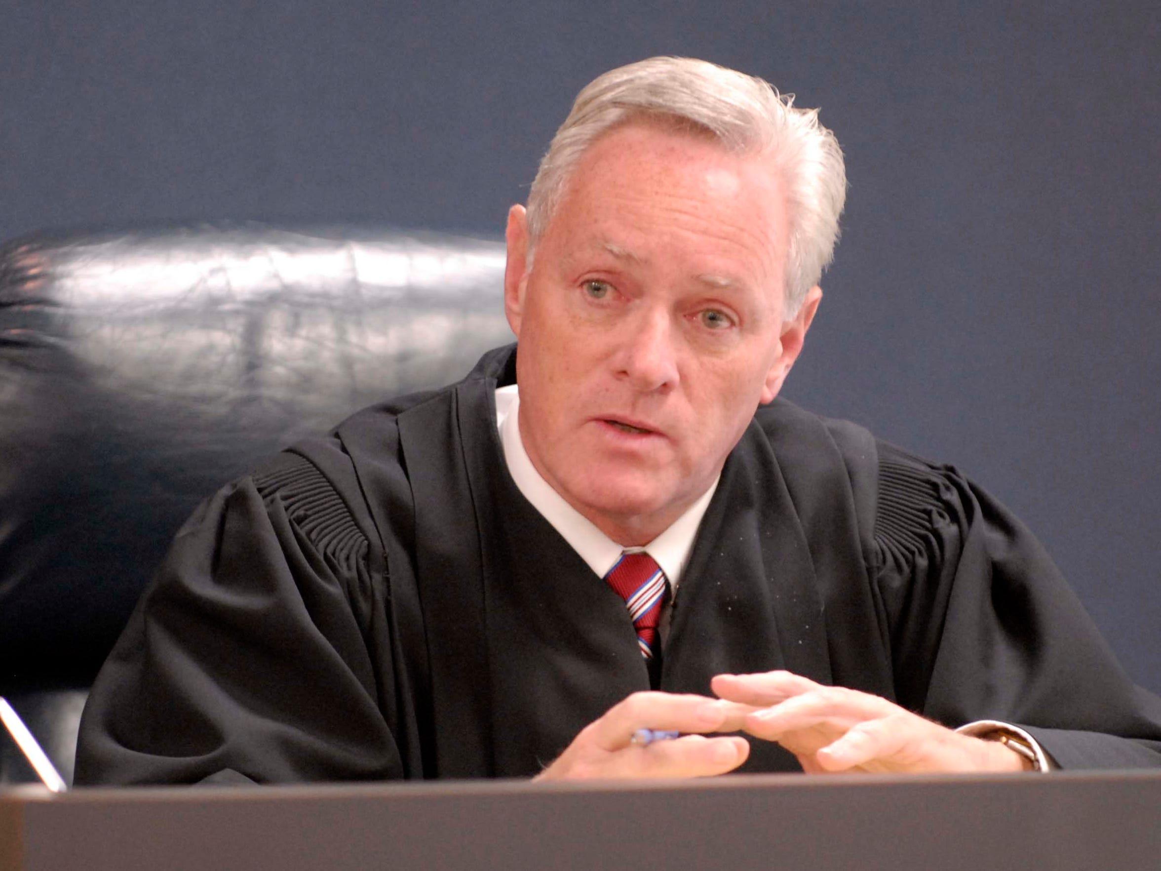 Chief Circuit Judge Daniel Kelly speaks to potential