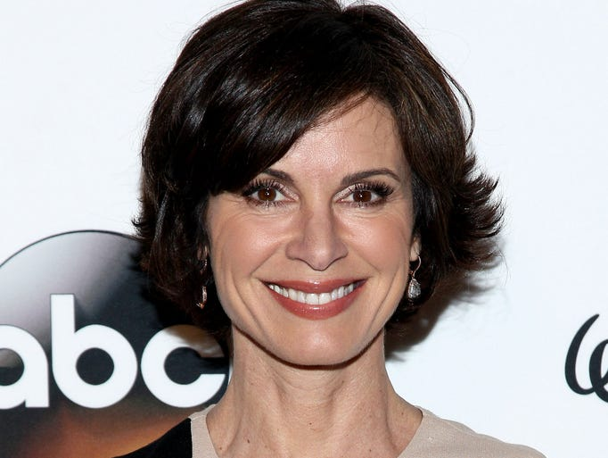 ABC News reporter Elizabeth Vargas has checked back into rehab for alcohol dependency.