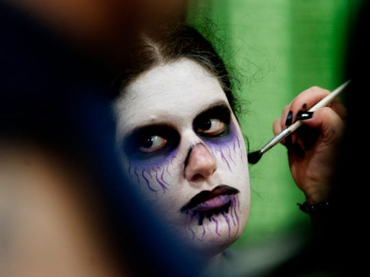 Lindsay Wallin, of Chattanooga, gets some face paint