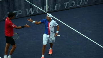 As top seeds crumble, doubles finals feature unlikely contenders