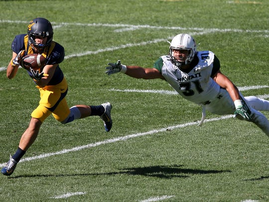 California's Matt Anderson catches a pass that Hawaii's