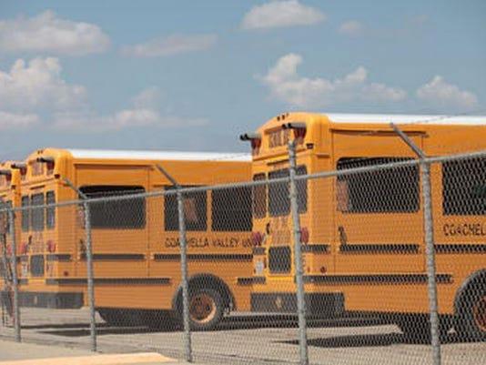 635761317589041775-buses