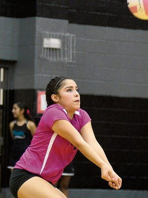 Isabelle Silva and the Oñate Knights look to be in the District 3-6A championship hunt.