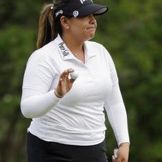 Lizette Salas takes advantage of Sung Hyun Park's mistake to grab LPGA lead