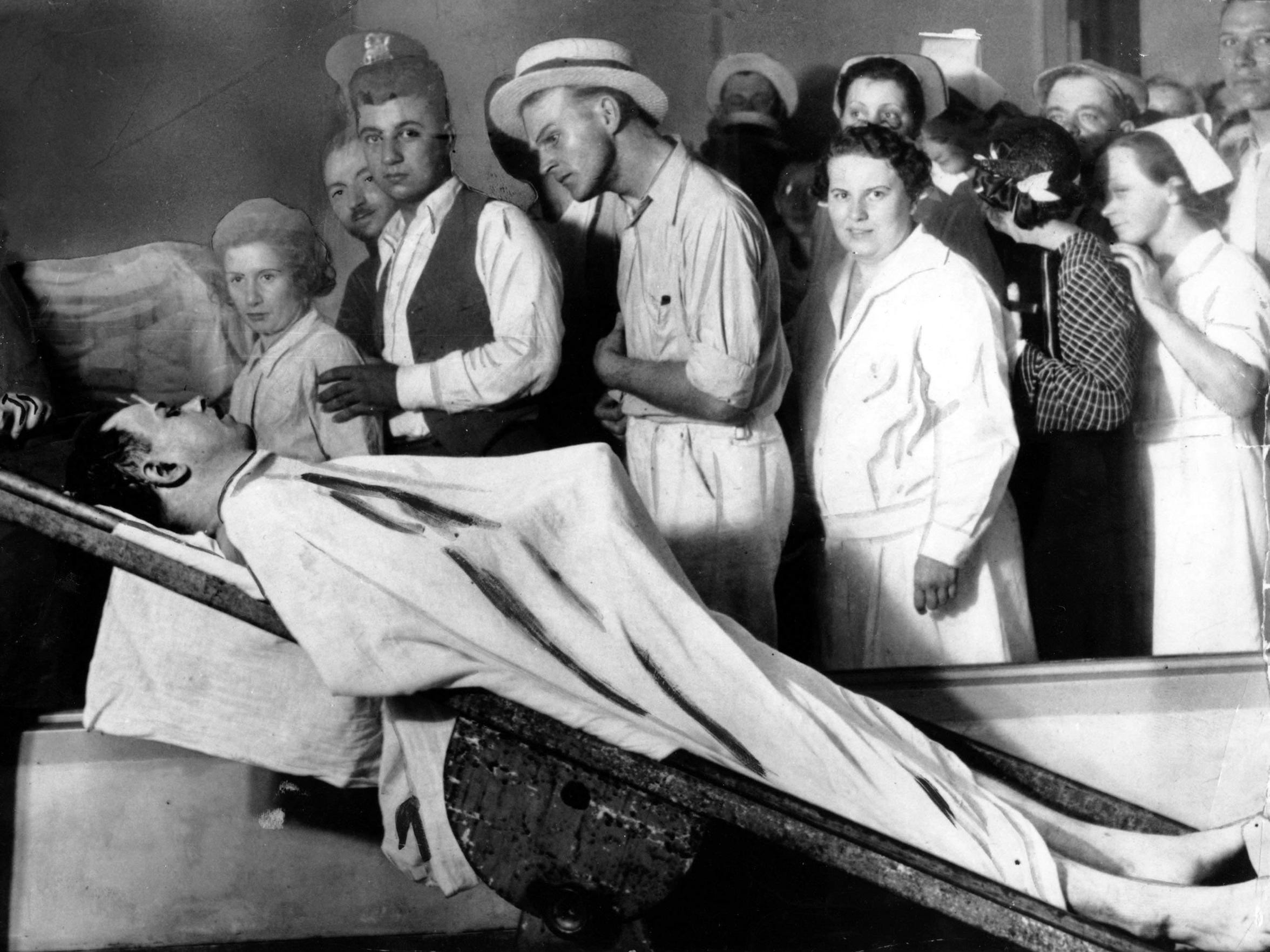People view the body of gangster John Dillinger in