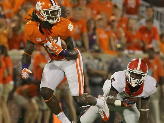 Clemson's Sammy Watkins bounces off of Georgia's Damian