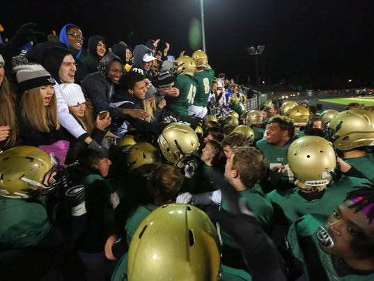 636453454333108744-171103-19-West-High-vs-Cedar-Falls-football-ds.jpg