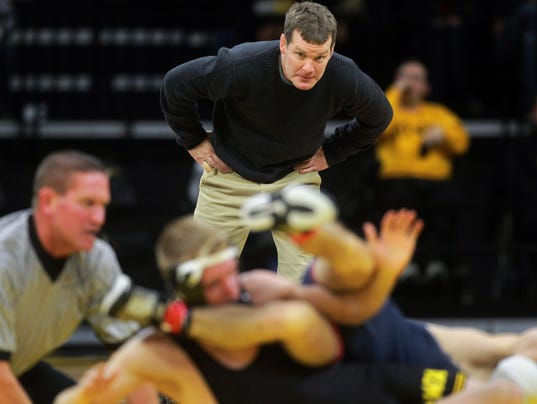 636477642156557132-171201-13-Iowa-vs-Illinois-wrestling-ds.jpg