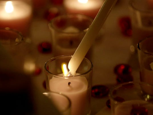 candlelight-Service-of-Remembrance-05.JPG