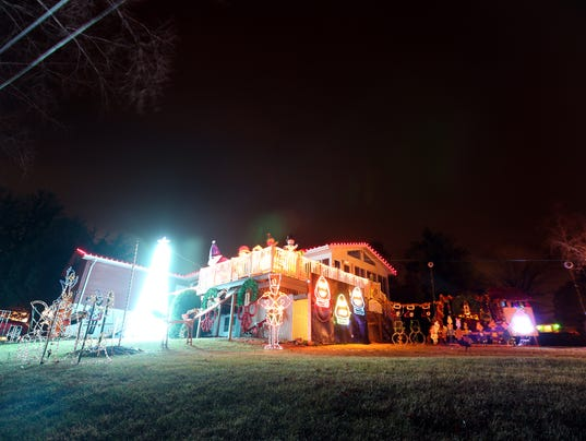 636488704153437460-171214-04-Solon-Christmas-lights-ds.jpg