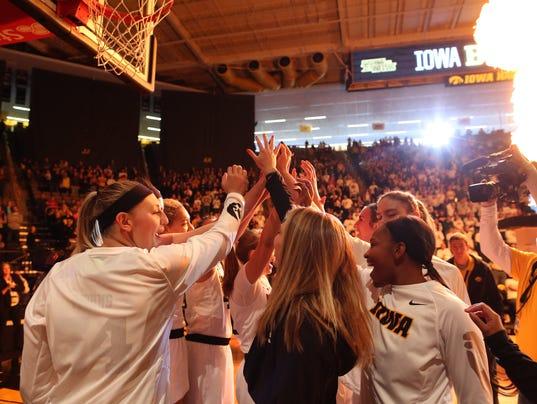 636503367325145477-171231-01-Iowa-vs-Michigan-womens-basketball-ds.jpg