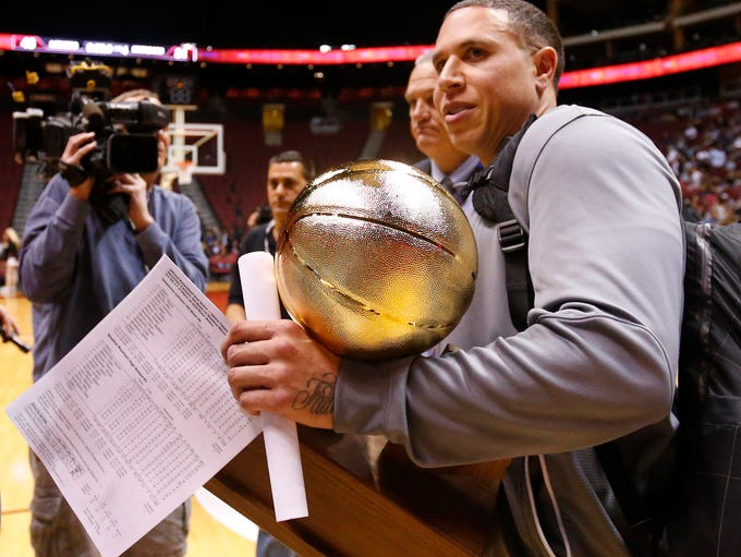 Shadow Mountain head coach Mike Bibby accepts the trophy