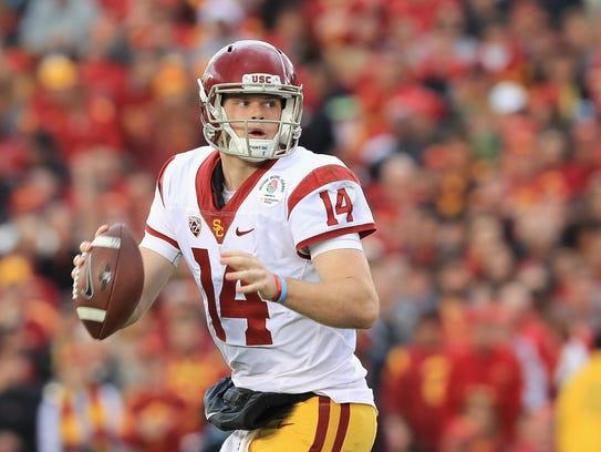 Quarterback Sam Darnold of the USC Trojans looks to
