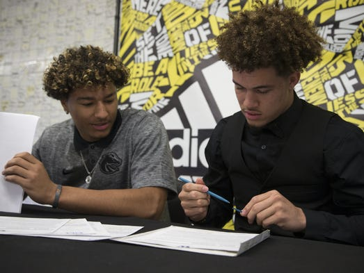 Byron Murphy (right) signs his national letter of intent,