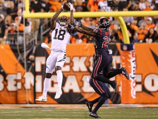 Cincinnati Bengals wide receiver A.J. Green pulls down