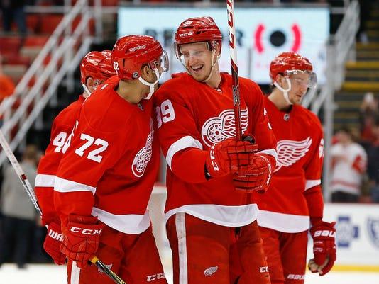 635944653026181656-AP-Canadiens-Red-Wings-Hocke-15-.jpg