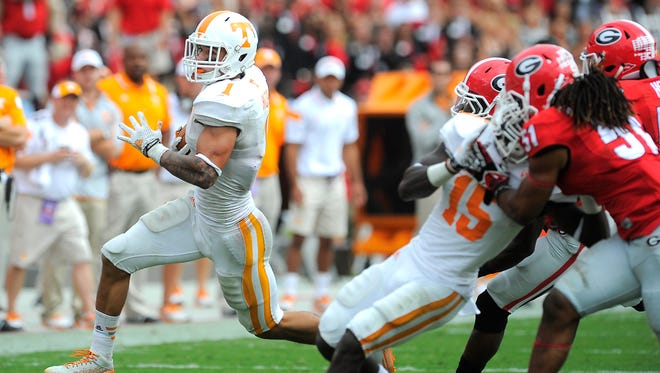 Tennessee running back Jalen Hurd (1) goes around the end Saturday.