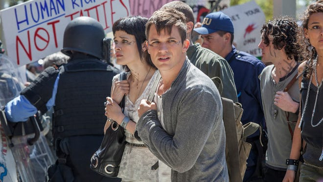 On CW's 'Star Crossed,' the aliens (Brina Palencia and Matt Lanter) don't look, well, very alien at all.
