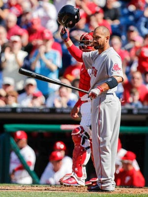 Redsox's Shane Victorino gets a standing ovation as he returns to Philadelphia on Opening Day at Citizens Bank Park.