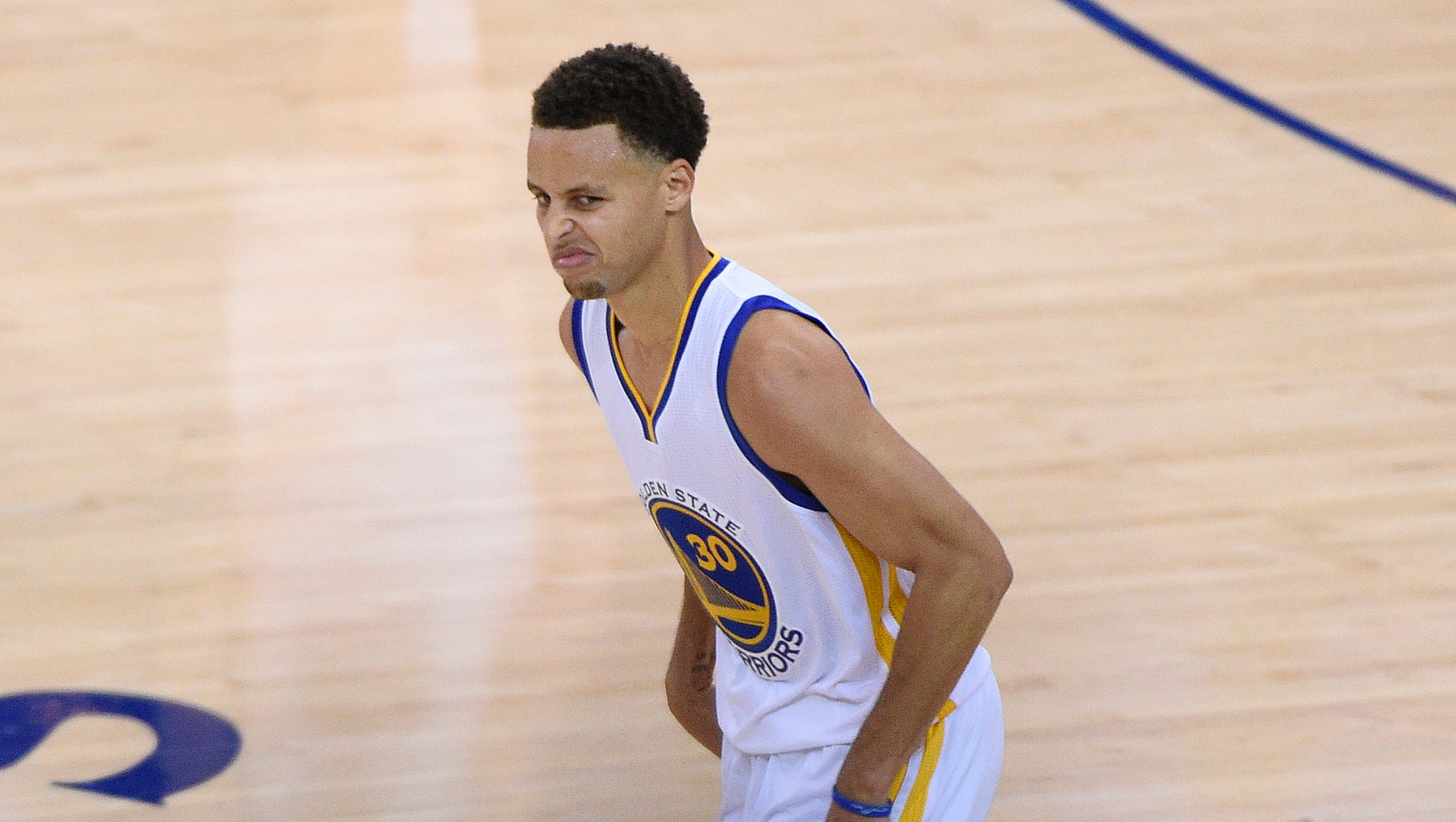 Stephen Curry lifts Warriors by Cavaliers to move one win from NBA ...