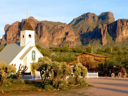 The Superstition Mountain Museum will feature weavers, jewelers, potters, and carvers at the free event.