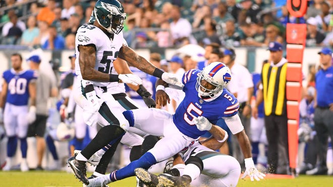 Buffalo Bills quarterback Tyrod Taylor (5) is hit by Philadelphia Eagles Mychal Kendricks (95) and Nigel Bradham (53).