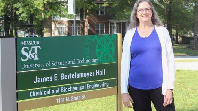 Dr. Christi Luks has been named a fellow of the American Institute of Chemical Engineers.