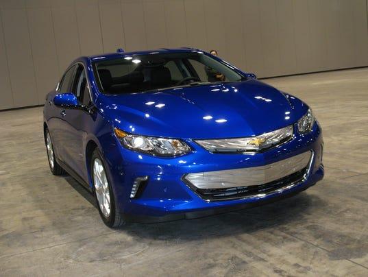 635883821249989118-2016-Chevrolet-Volt-electric-sedan-.jpg