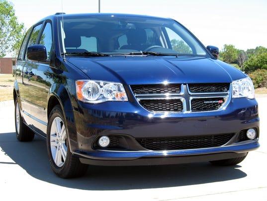 636161080913233067-2016-Dodge-Grand-Caravan-minivan.jpg