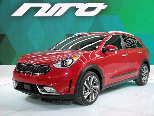 636492898651714417-2017-Kia-Niro-hybrid-utility-vehicle.jpg