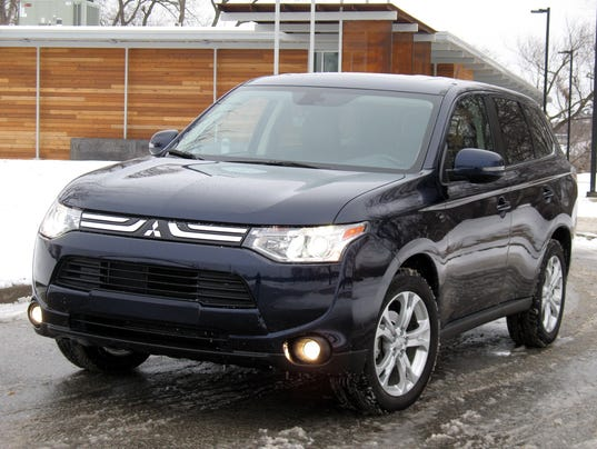 safe stylish 2015 mitsubishi outlander suv. Black Bedroom Furniture Sets. Home Design Ideas