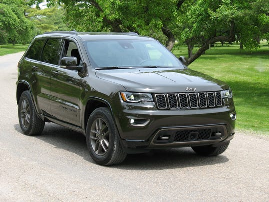 2016 jeep grand cherokee photo motor news media corporation. Black Bedroom Furniture Sets. Home Design Ideas