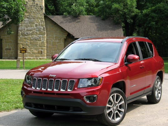 compact functionality 2015 jeep compass suv. Black Bedroom Furniture Sets. Home Design Ideas