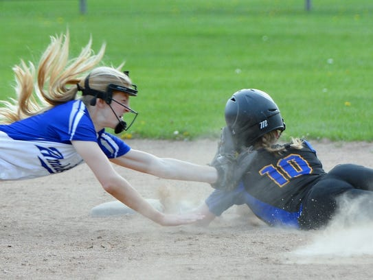 Oconto's Hannah Wusterbarth attempts to beat the tag