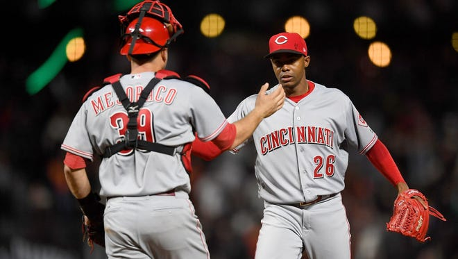 Raisel Iglesias recorded his seventh save of the season in the Reds' 3-2 victory over the Giants.