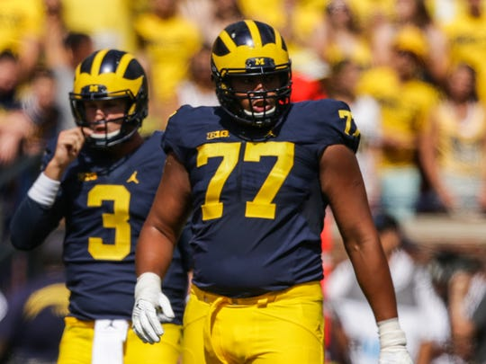 Michigan Wolverines left tackle Grant Newsome lines