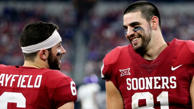 Oklahoma Sooners tight end Mark Andrews talks with quarterback Baker Mayfield (6) on the sidelines during a 2017 game against TCU.