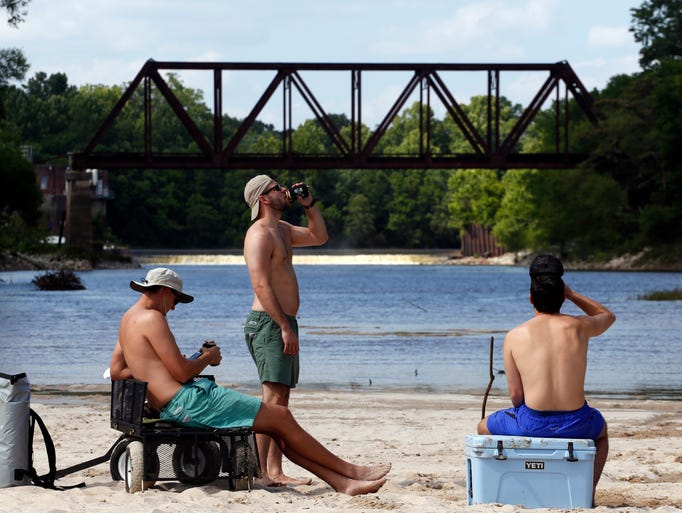 Jackson residents enjoy scenic views and warm weather