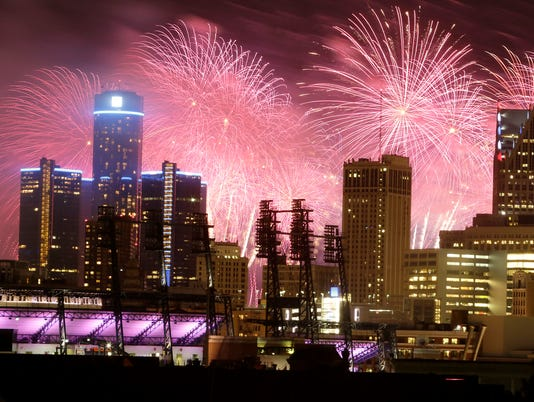 636024735489423618-fireworks-062314-dw-09.jpg