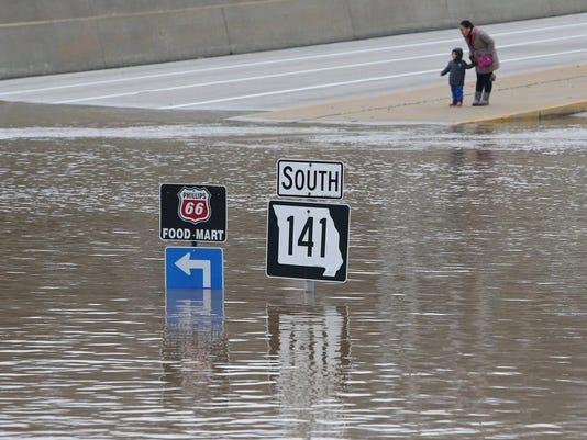 APTOPIX Midwest Flood_John