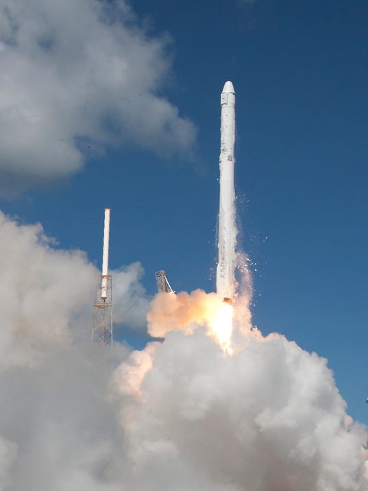 Obama expected to sign bill delaying commercial space for Space station usa