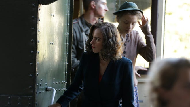 Nelly (Nina Hoss) returns from the concentration camps with a reconstructed face.
