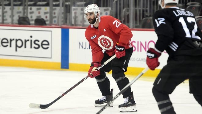 New Jersey Devils right wing Kyle Palmieri (21).