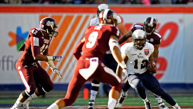 Mississippi State defenders surround Rice running back Charles Ross.